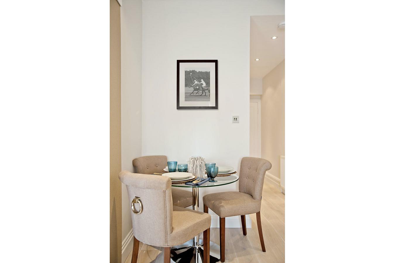 Design Box London - Interior Design - Chelsea Studio, SW3 - Dining Table